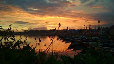 Menikmati Indahnya Langit Kala Senja di Pelabuhan Cikidang Pangandaran