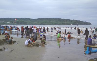 Menikmati Liburan Akhir Pekan di Pantai Barat Pangandaran