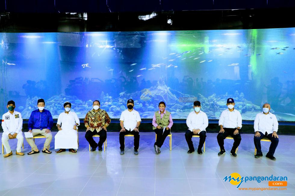 Menteri KKP Sakti Wahyu Trenggono Tinjau Aquarium Piamari