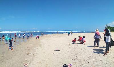 Munggahan di Pantai Karapyak Pangandaran