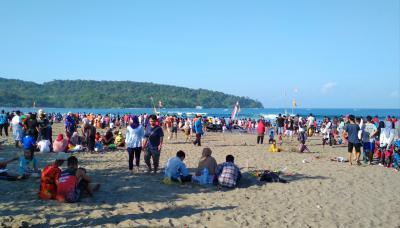 Musim Liburan Sekolah, Pantai Pangandaran di Datangi Banyak Pengunjung