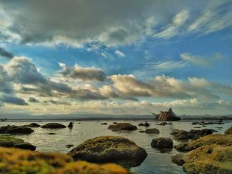 Pesona Pantai Pasir Putih Ketika Surut