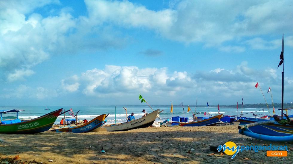 Potret Bersandarnya Perahu-Perahu Nelayan di Pangandaran