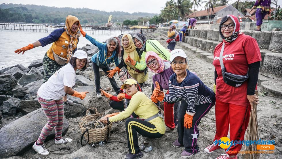 Potret Gema Panbers, Gerakan Emak-emak Bersih Pantai
