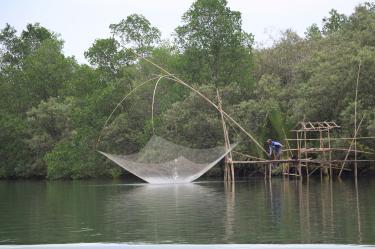 Potret Ngajodang Nelayan Sungai di Pangandaran