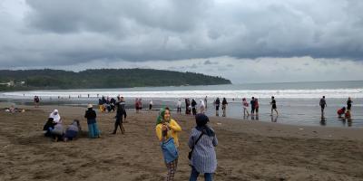 Potret Pantai Barat Pangandaran Dihari ke-2 Dihapusnya Aturan Rapid Test
