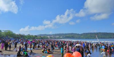 Potret Pantai Pangandaran Saat Libur Weekend, 6 September 2020