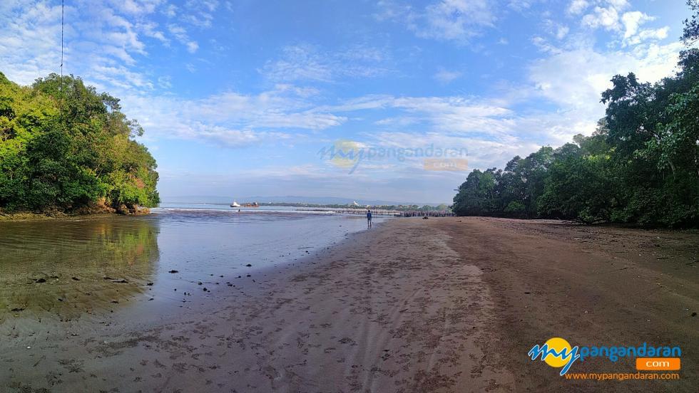 Potret Pelataran Pantai Ciborok Pangandaran