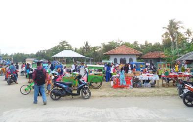 Potret Sore Hari di Pelabuhan Cikidang Pangandaran