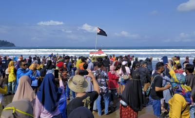 Potret Syukuran Nelayan Pantai Barat Pangandaran