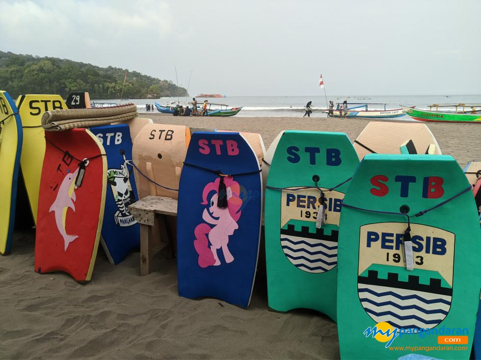 Potret Warna-Warni Selancar Sebagai Alat Keselamatan Berenang Di Pantai Barat Pangandaran