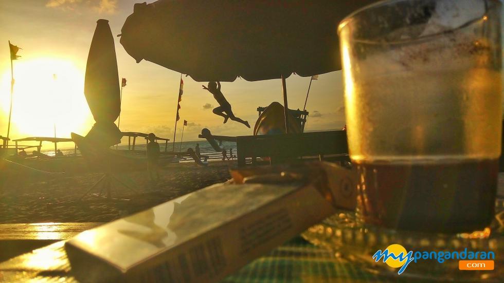 Senja dan Kopi, Ditepi Pantai Pangandaran