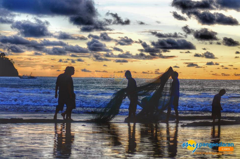 Senja dan Nelayan Pangandaran