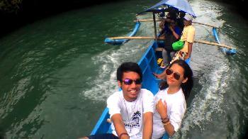 Asyiknya Foto Selfie Saat Wisata di Kawasan Pangandaran